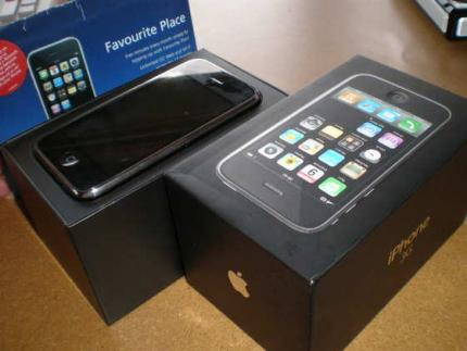 Brand new:.Apple IPhone 3GS 32GB,Black Berry Bold