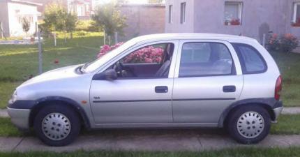 Prodajem opel Corsa B BGD registrovan 2014 hitno